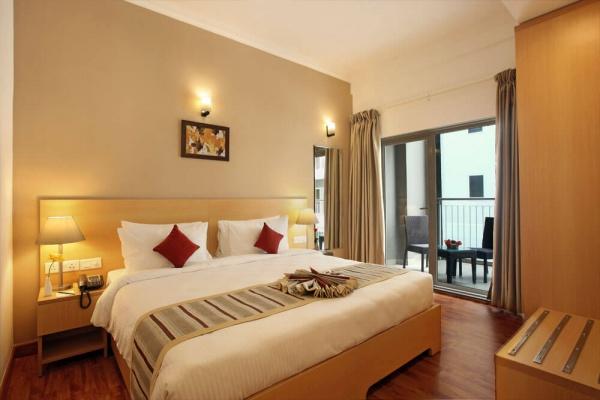 Starlit Suites Cochin - 1 BHK - Queen Bed