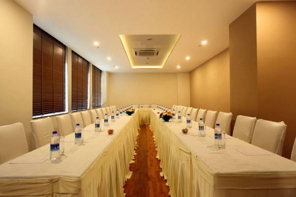 Starlit Suites Cochin - Banquet Room 1
